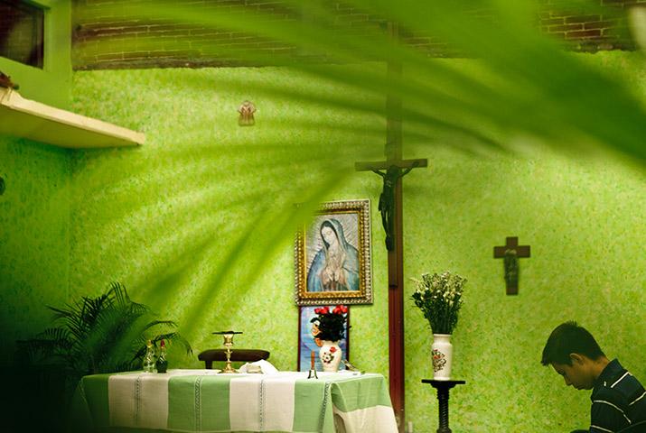 Mujeres iglesia, int1