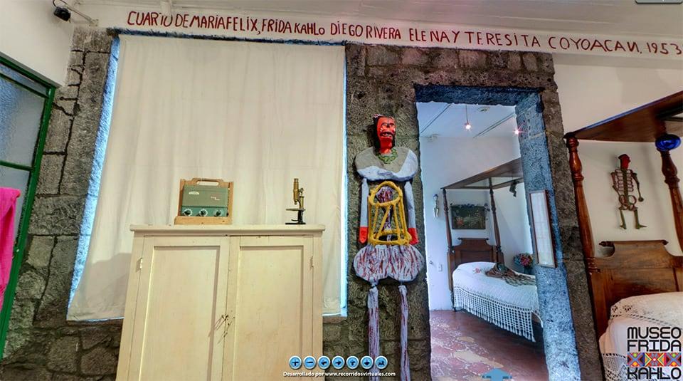 Un vistazo a la habitación de Frida Kahlo, mediante el tour virtual de la Casa Azul.