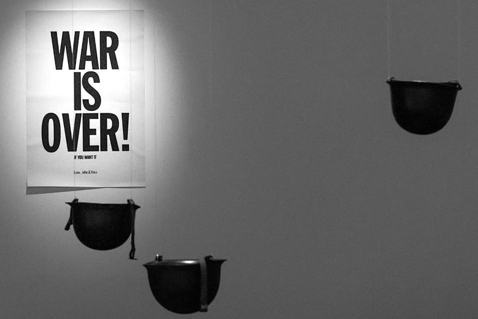 La guerra ha terminado (War is over, 1969). Póster que cuestiona la guerra, realizada en conjunto con John Lennon.