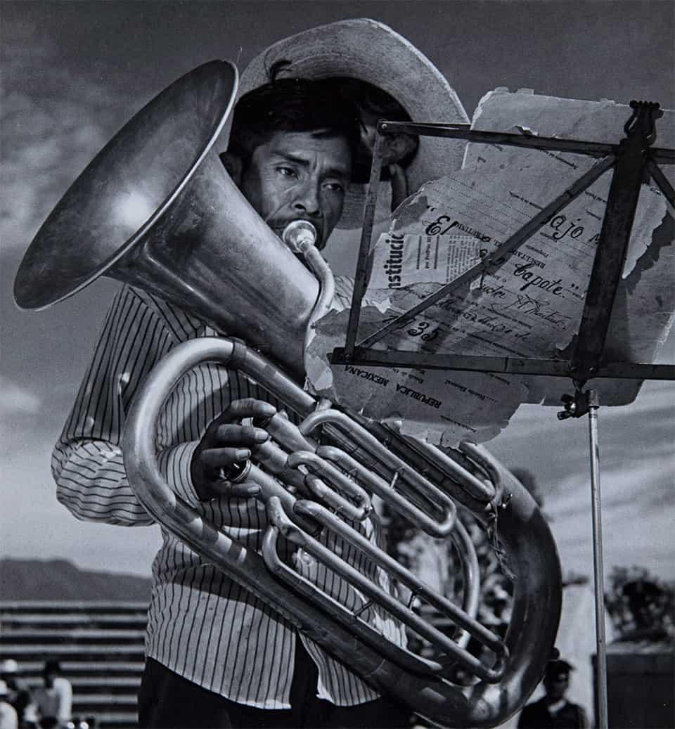 """De la serie """"El Ocotal, Guichicovi"""" [Mientras la música toca y toca...], (1978)."""