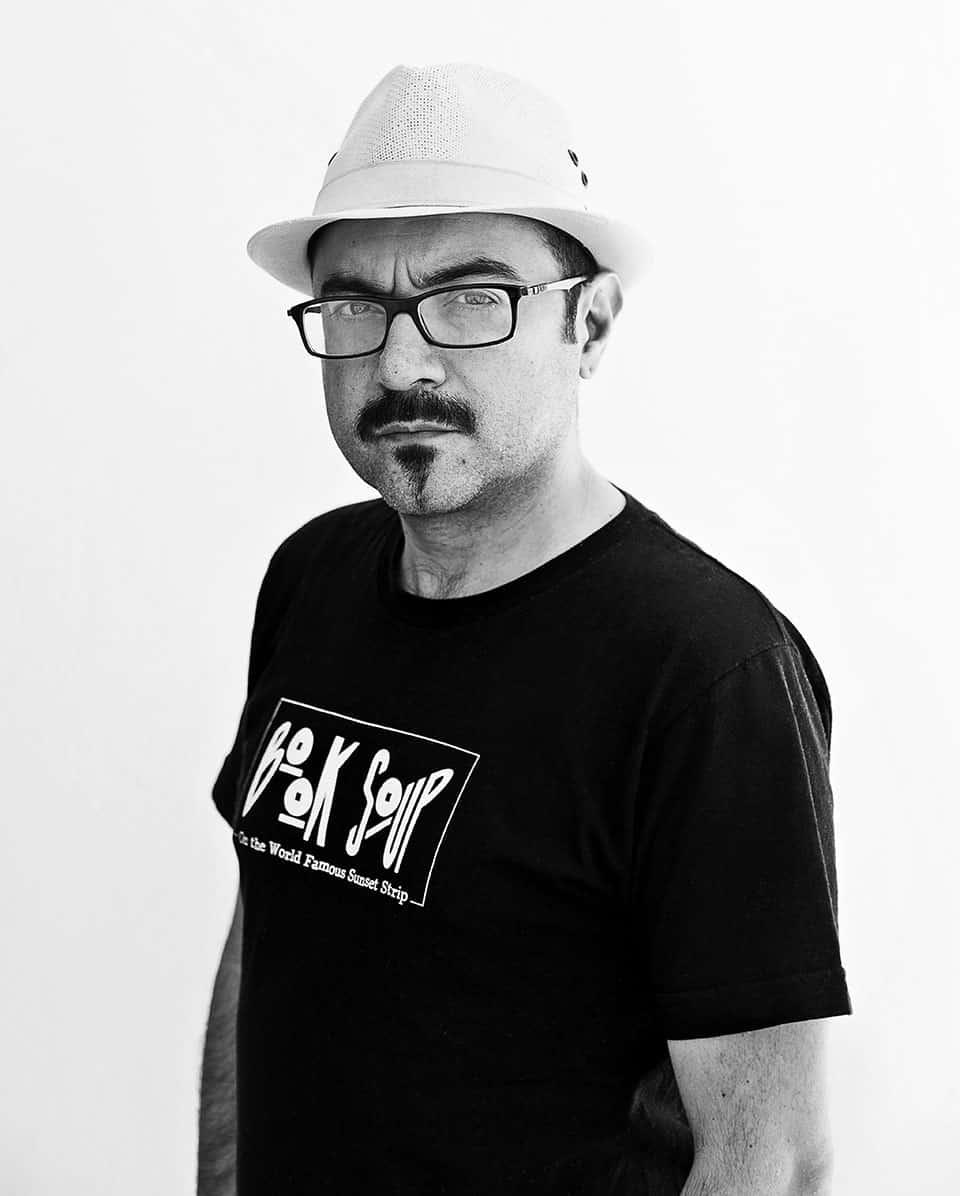 """Bernardo Esquinca combina los géneros de la novela histórica y la novela negra en su más reciente libro """"Carne de ataúd""""."""