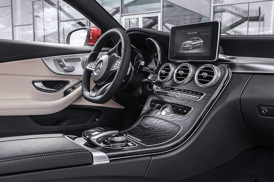 Mercedes-Benz interiores C 200 Coupé.