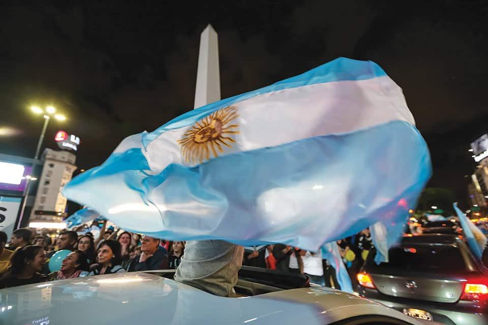 El presidente Macri dice que aspira a unir a los argentinos después de doce años de confrontación durante el gobierno kirchnerista.