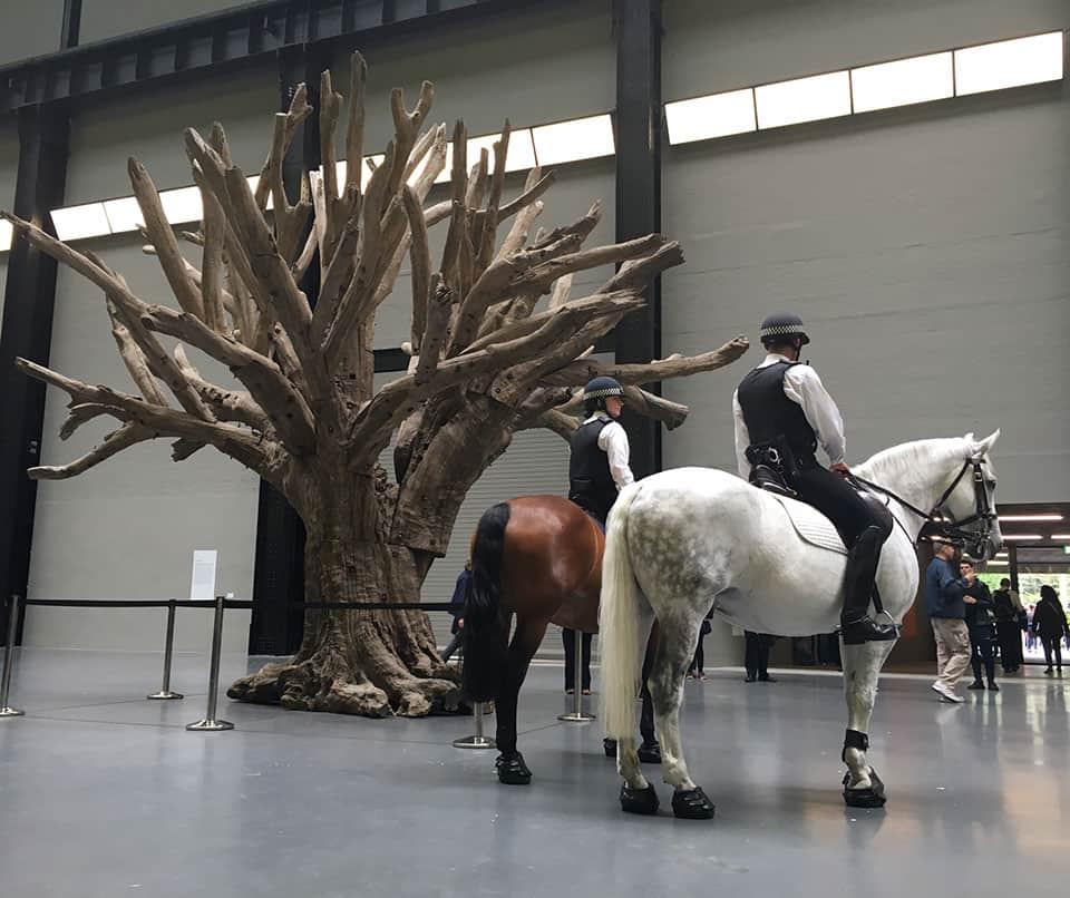 """""""Tree"""" de Ai Weiwei en el Tate Modern"""