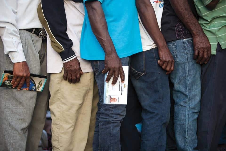 Hombres en fila, República Dominicana