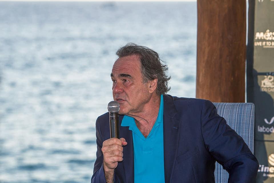 Oliver Stone en conferencia de prensa
