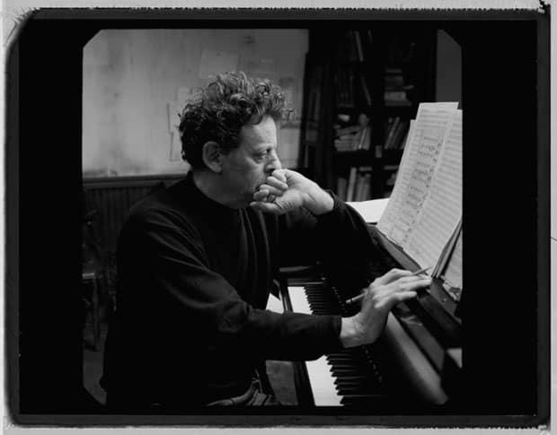 Philip Glass tocando el piano / Página oficial de Philip Glass