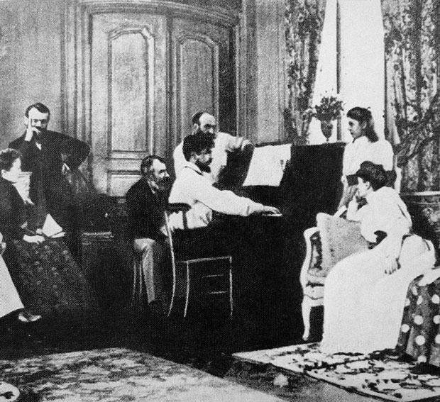 Claude Debussy tocando el piano