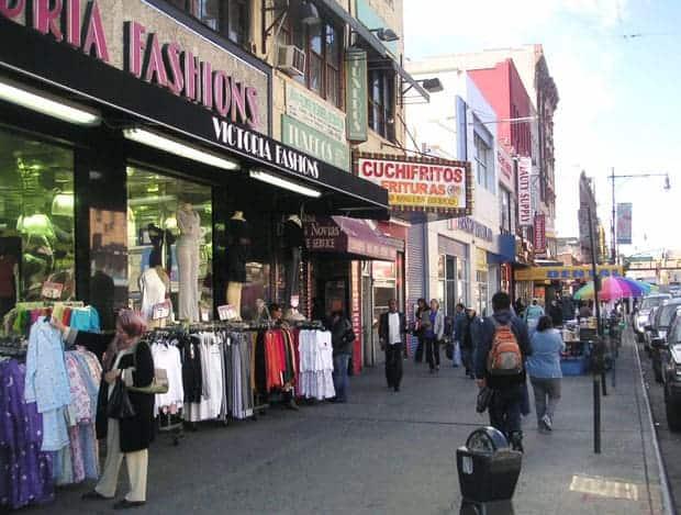 Calle de un vecindario latino en Nueva York.