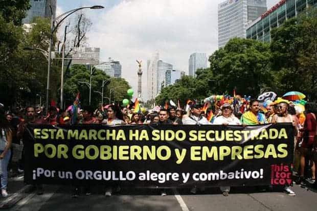 Contingente de protesta en la marcha LGBTTTI 2019