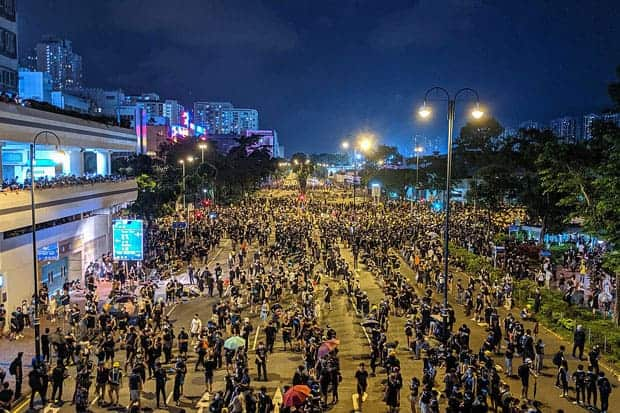 Protestas en Hong Kong cerca de la piscina del club Sha Tin.
