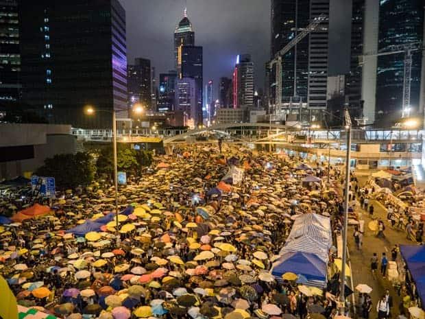 Sombrillas amarillas en Hong Kong