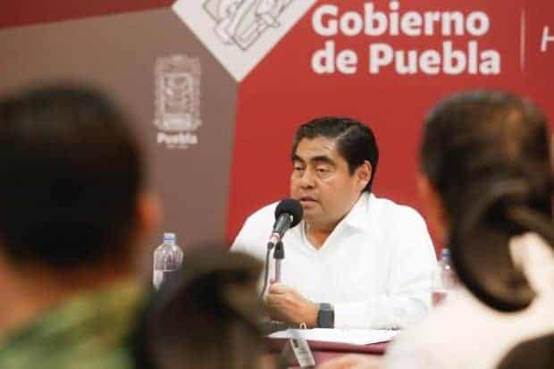 El Congreso de Puebla, con una mayoría que pertenece al Movimiento de Regeneración Nacional (Morena), aprobó un paquete de reformas presentadas por el Ejecutivo estatal, Miguel Barbosa, que mantiene la criminalización del aborto y se opone al matrimonio igualitario.
