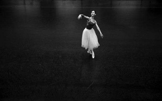 Elisa Carrillo baila en un ensayo del nocturne pas de deux de Emeralds, en la Ópera de Berlín.