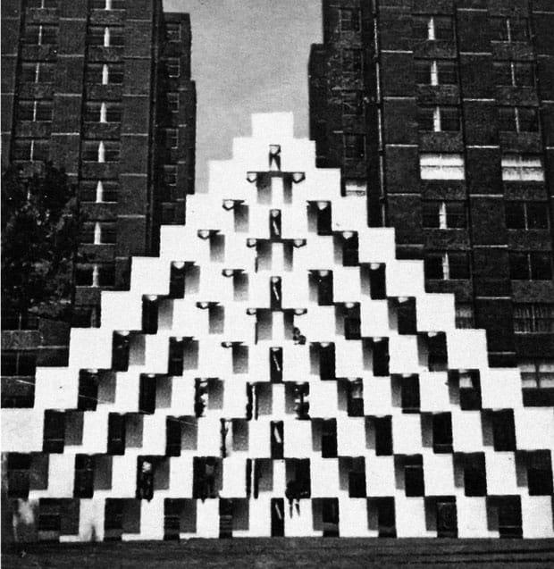 La Pirámide en Torres de Mixcoac, Ciudad de México (1971). De Mathias Goeritz.