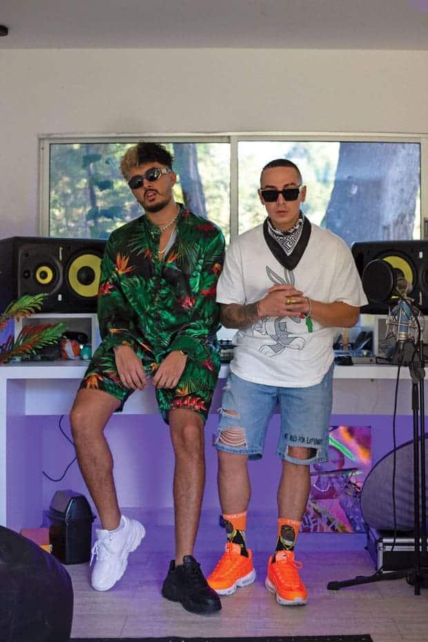 Kapla y Miky es un dúo de cantantes de reggaetón. Retrato en la casa y estudio de Miky, en Guarne, cerca de Medellín.