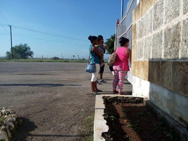 Gente fuera del Vivac