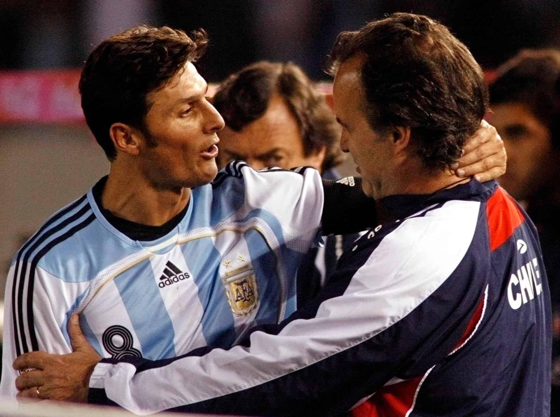 Javier Zanetti y Marcelo Bielsa en la Copa del Mundo 2010