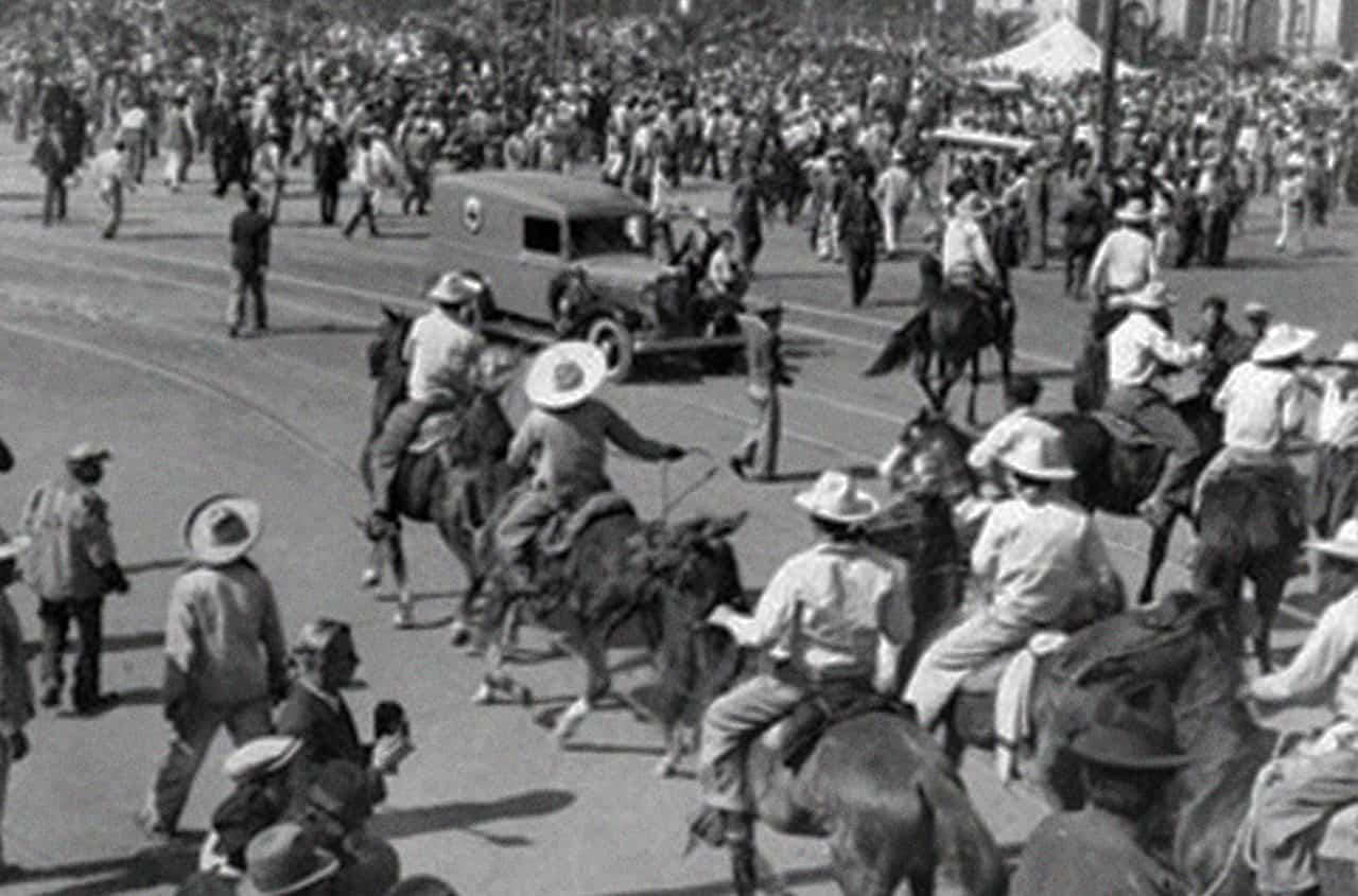 enfrentamiento de las camisas doradas zocalo ciudad de mexico