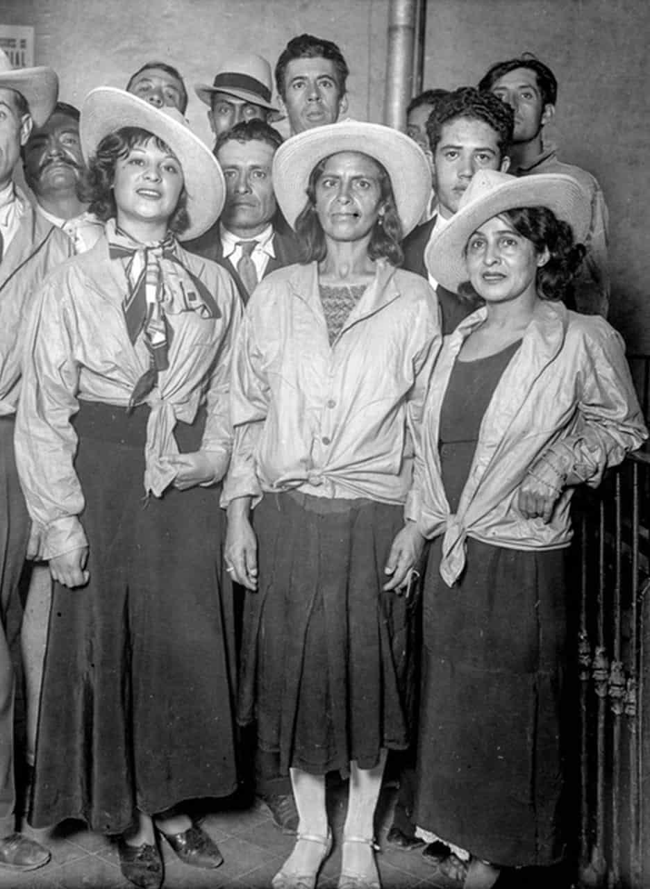 mujeres del grupo camisas doradas ciudad de mexico