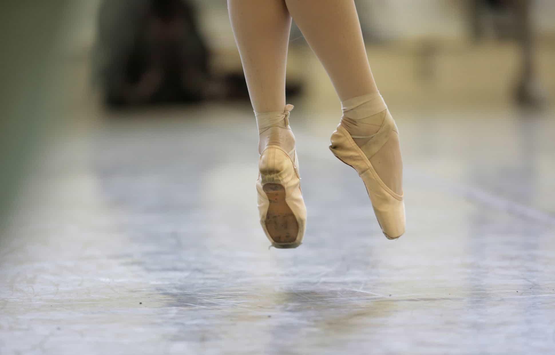 resistir-el-dolor-sin-quejarse-asi-es-el-mundo-del-ballet 2