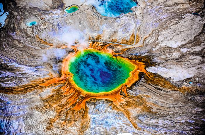 Las cianobacterias, también conocidas como algas verde-azuladas, son un grupo de bacterias, capaces de hacer fotosíntesis.