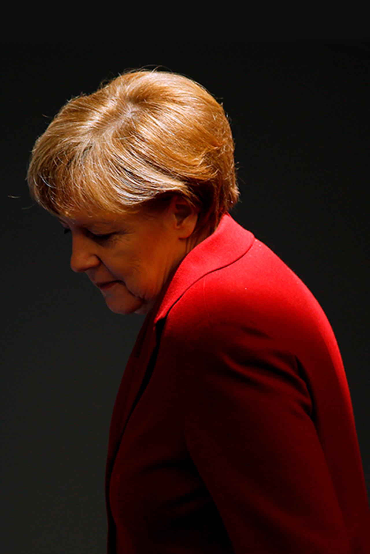 La canciller alemana, Angela Merkel, asiste a un debate en el Bundestag, la cámara baja del parlamento, en Berlín, el 19 de marzo de 2015. Merkel está ansiosa por hablar y posiblemente discutir con el griego Alexis Tsipras cuando haga su primera visita a Berlín como primer ministro. ministro el próximo lunes, dijo al parlamento alemán poco antes de la cumbre de la UE del jueves. REUTERS / Fabrizio Bensch