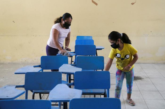 Este lunes es el regreso a clases de 25 millones de niños en México. Las propuestas de la sociedad civil intentan solventar las carencias.
