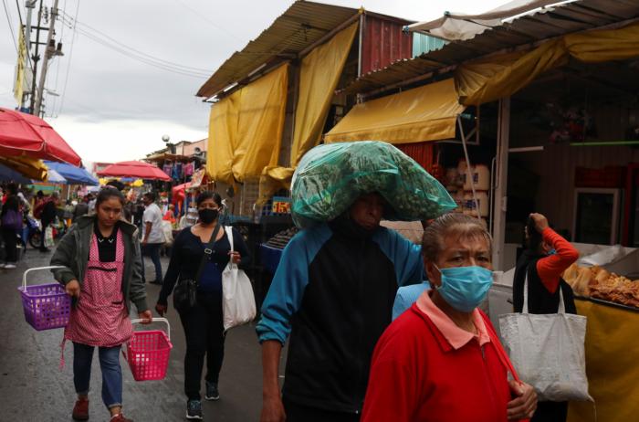 En el Mercado de la Merced y el Mercado de Sonora hay desde animales exóticos y santería y vendedores ambulantes de todo tipo.